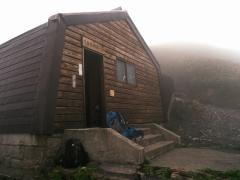 宿泊場所の避難小屋