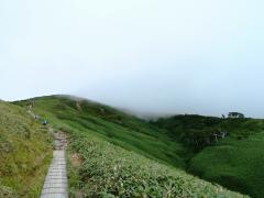平標山の家から頂上にむかう
