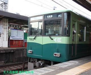 京阪電車 赤い鳥居が目印です 5