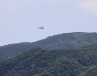 舞鶴基地上空をゆくヘリコプターたちの姿 3