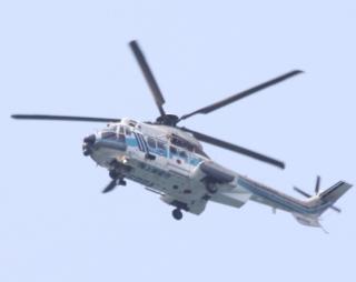 舞鶴基地上空をゆくヘリコプターたちの姿 9