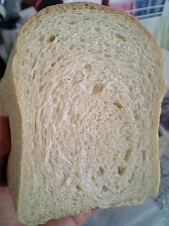 豆乳入りセモリナ食パン断面