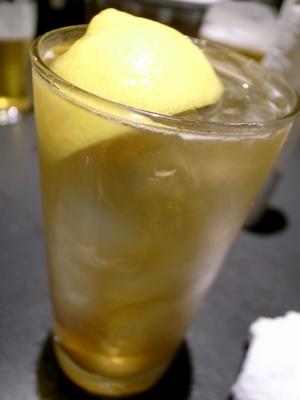 マッカランのハイボールには豪快なレモンが