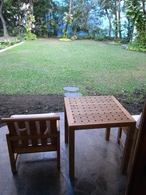 カバナ・ルームから庭を望む