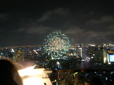 バンコクの夜を彩る花火