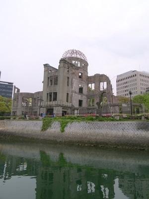 河から見る原爆ドーム