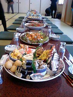 081123_1107~0001皿鉢料理のテーブル