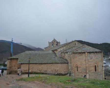 サンテイアゴ教会裏から全景20090315145945