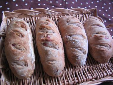 クランベリーとくるみのずんぐりパン