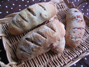 クランベリーとくるみのずんぐり パン