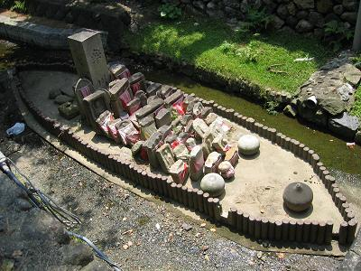 率川の舟形の島