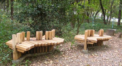 せせらぎ公園の椅子2