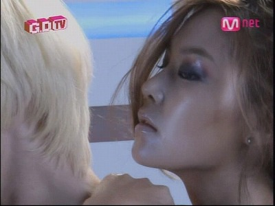 090819 Mnet GD TV+2NE1 TV1 (1)