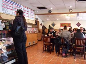 Brookline Family Restaurant 店内①