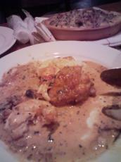オマールエビと鶏もも肉のフリカッセです。。ソースが絶品!