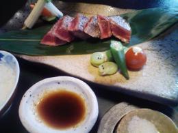 和牛ステーキ・タレと塩で食べます