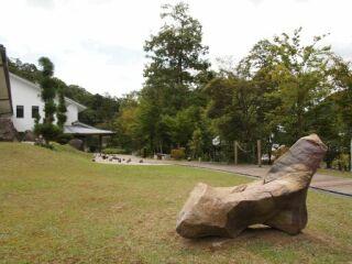 兵庫陶芸美術館中庭