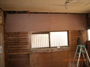 吊り戸棚とレンジフードの下地に合板を張ります