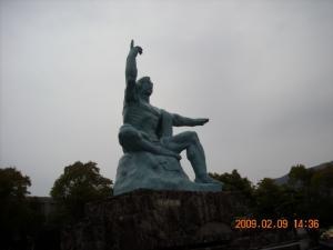 平和公園の平和記念像