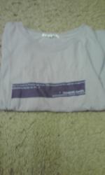 紫Tシャツ