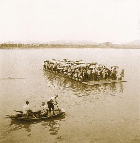 麻浦川の渡し船(1962年)の様子