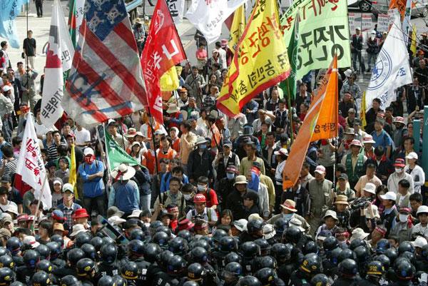 韓米FTA阻止のデモの様子