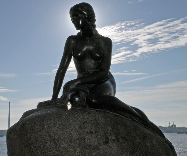 人所姫の像