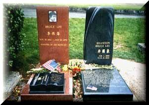 これがブルースリーの墓だ