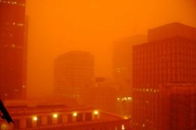 シドニーの街 in Dust Storm