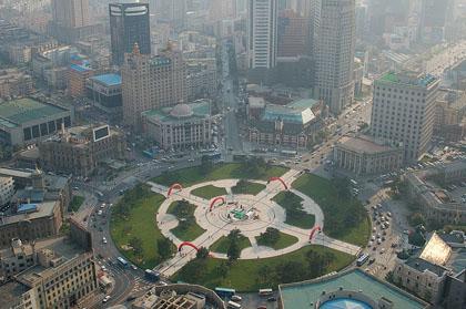 800px-Zhongshan_Square2C_Dalian[1]