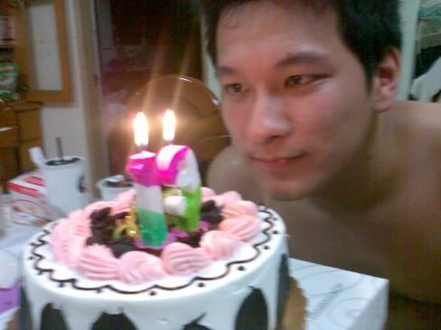我弟與蛋糕XD