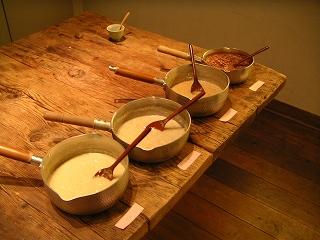 雑穀甘酒 左からひえ、玄米、もちきび、高きび
