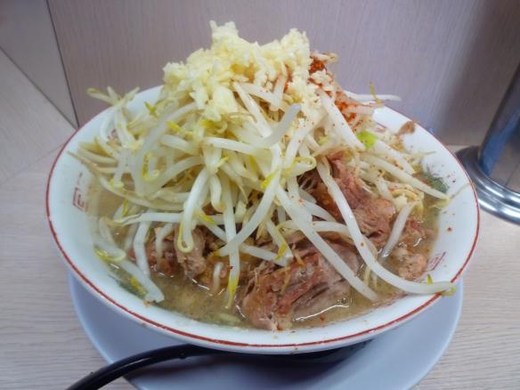 11年12月3日 高田馬場 ドカ盛ラーメンヤサイニンニク唐辛子
