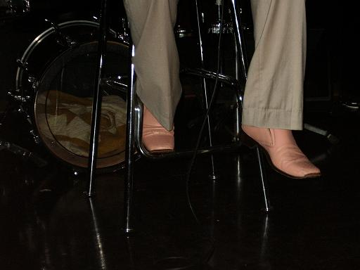20090517fanmeeting_shoes.jpg
