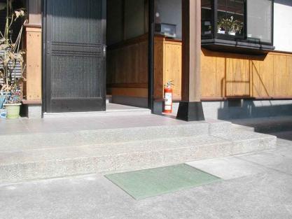 【施工事例vol.14】玄関ポーチに(外部)手すりを設置前