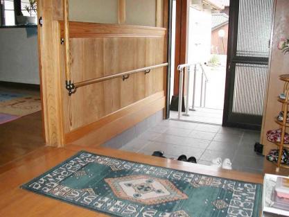 【施工事例vol.15】玄関ホールに(内部)手すりを設置後