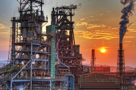 日新製鋼呉製鉄所高炉と夕日