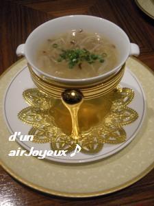 上海老飯店20090116-三丝魚翅羹(干し貝柱&フカヒレスープ)