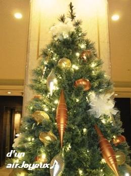 hotel_xmastree2008-1a