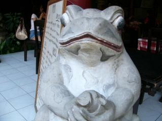 カエルの石像2