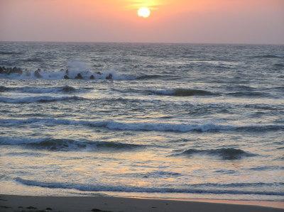 日本海☆春の夕日-浦浜海水浴場2