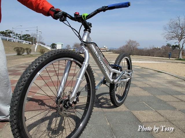 サドルの無い自転車
