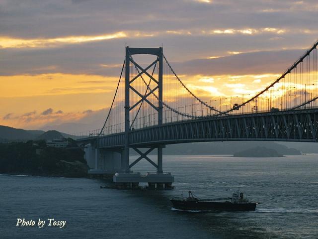 朝の海峡日の出