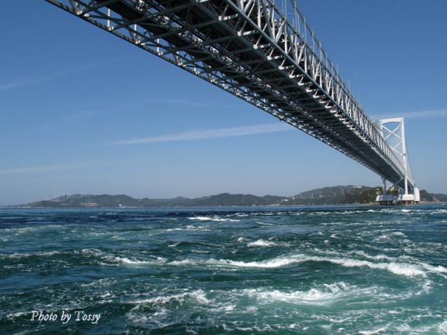 大鳴門橋と渦