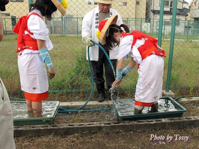 手足を洗う早乙女たち