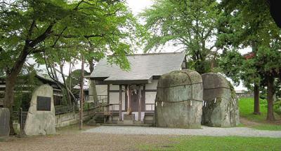 三ツ石神社400
