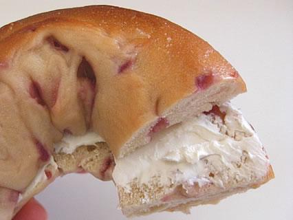 BAGEL & BAGELエスパル仙台店 ベーグルにクリームチーズ