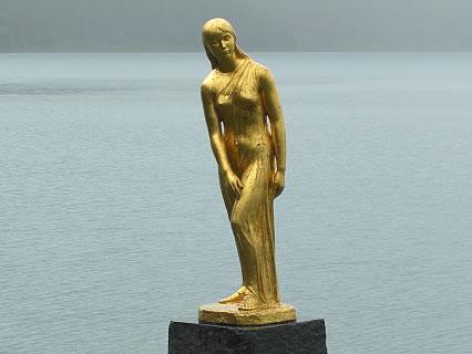 田沢湖 辰子姫の像