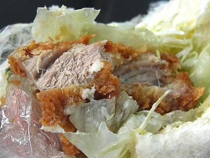 ROYAL BAKERY(ロイヤル ベーカリー) 県産豚ヒレカツサンド 断面