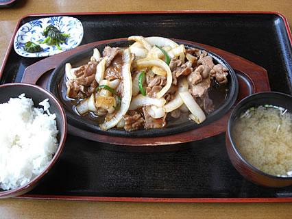 道の駅「奥入瀬」 奥入瀬ろまんパーク 奥入瀬麦酒館 バラ焼きセット(990円)